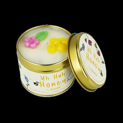 Bomb Cosmetics Uh Huh Honey Candle 1τμχ, 243g